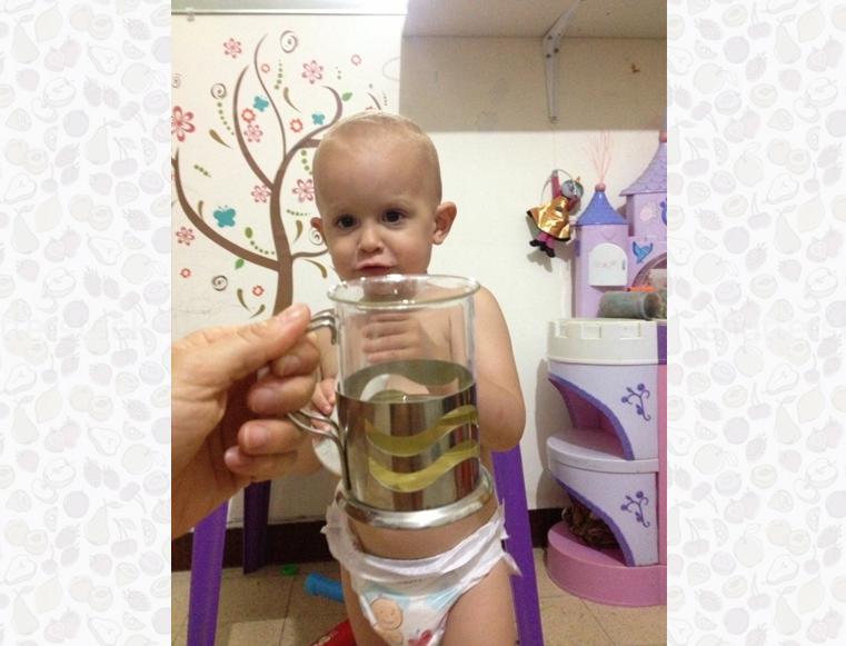 תינוק עם תה
